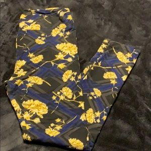 Lularoe yellow rose print floral leggings TC